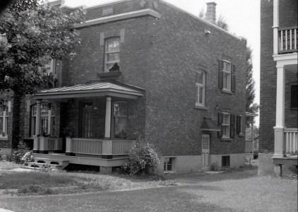 1943, 12 mai - déménagement au 10,724 rue Émile