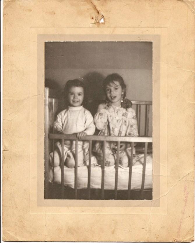 1944,--Irène-et-Paulette-Thivierge_r