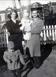 1944, Laurette Sofio, Irène Thivierge, Johnny Sofio et Marc Thivierge - rue des Érables