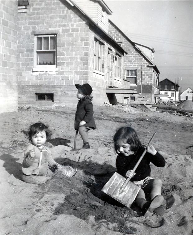 1945, Irène, Micheline de Lamirande et Paulette