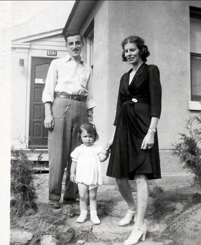 1945, Johnny et Laurette Sofio avec Irène Thivierge
