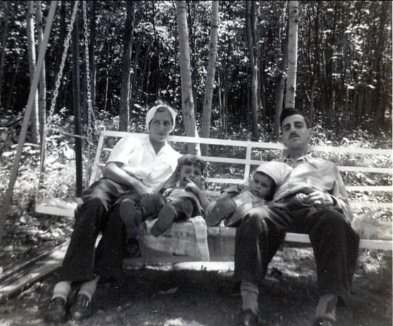 1946, approx Laurette, Jim, Hélèna et Johnny Sofio