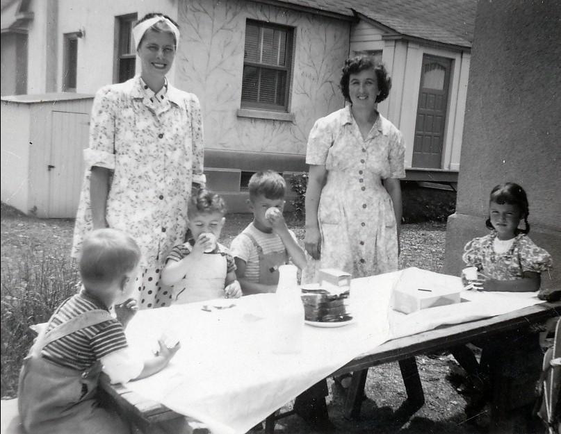 1947, Bobby, Jimmy, Marc et Irène avec Laurette Sofio et Henriette