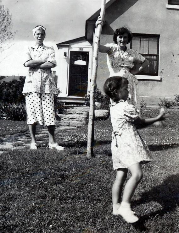 1947, Laurette, Henriette et Irène