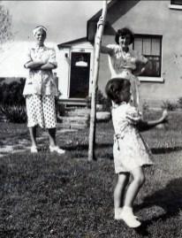 1947, Laurette Sofio, Henriette et Irène Thivierge