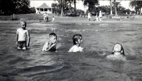 1948, Cap St-Jacques - Bobby, Marc, Irène et Paulette