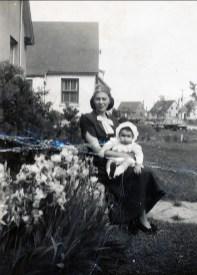 1949, juin Laurette avec Hélèna Sofio