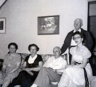 1950, approx Victoria Bessette, Germaine, François et Gaby de Kinder et Jean-Baptiste Bessette
