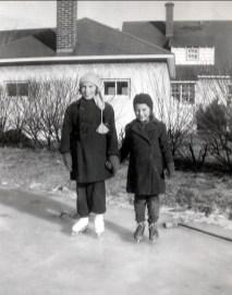 1950, patinoire - Paulette et Irène