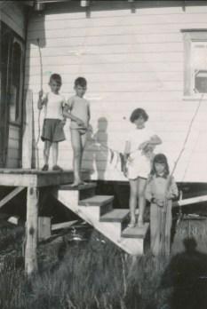 1952, Bobby, Marc, Paulette et Irène - au lac Croche