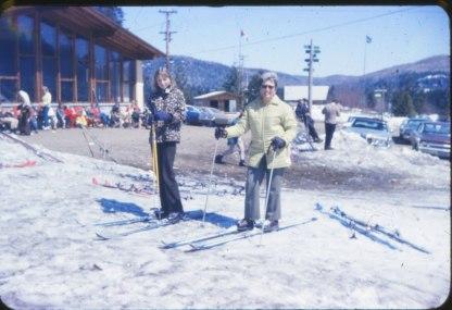 1970, Claire et Henriette en ski
