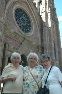 2008, 3 soeurs de Kinder, église St-James (2)