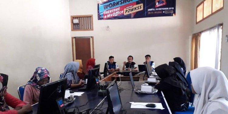 Pembukaan – Workshop Kelas Internet dan Ms Office oleh RTIK Kota Cirebon kepada ibu-ibu perwakilan P2WKSS RW 17 Kriyan Barat