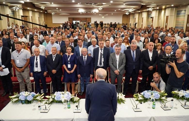 Isa Mustafa rizgjedhet kryetar i LDK-së