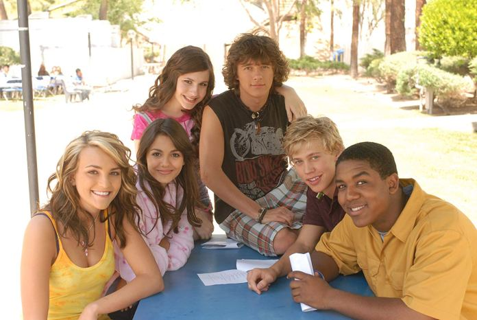It S Official Zoey 101 Returns To The Tube En24 News