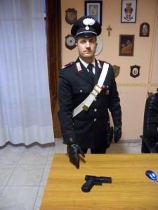 Foto militare + pistola giocattolo