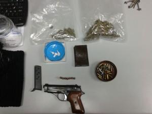 pistola e droga recuperata
