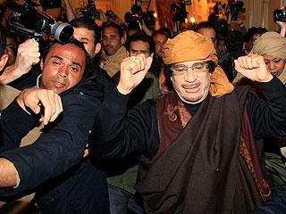Ver vídeo 'Gadafi visita a los periodistas extranjeros pero no responde a preguntas'