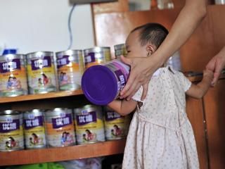 Ver vídeo  'Nuevo escándalo en China por un caso de leche en polvo que podría estar contaminada'