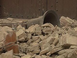 Ver vídeo  'Se derrumba el campanario de una iglesia de Lorca tras el primer terremoto'