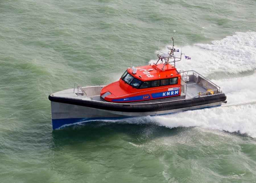 Schip vast voor kust IJmuiden
