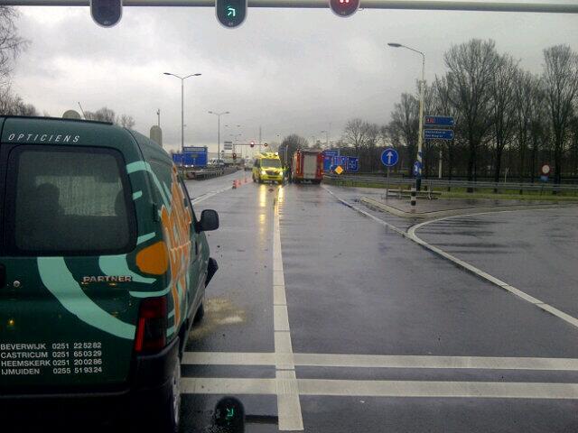 Twee gewonden bij kop-staartbotsing Amsterdamseweg