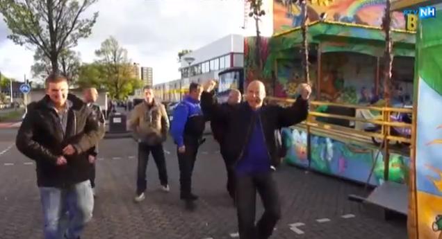 [video] Bezoekers kermis IJmuiden schreeuwen 'minder, minder'