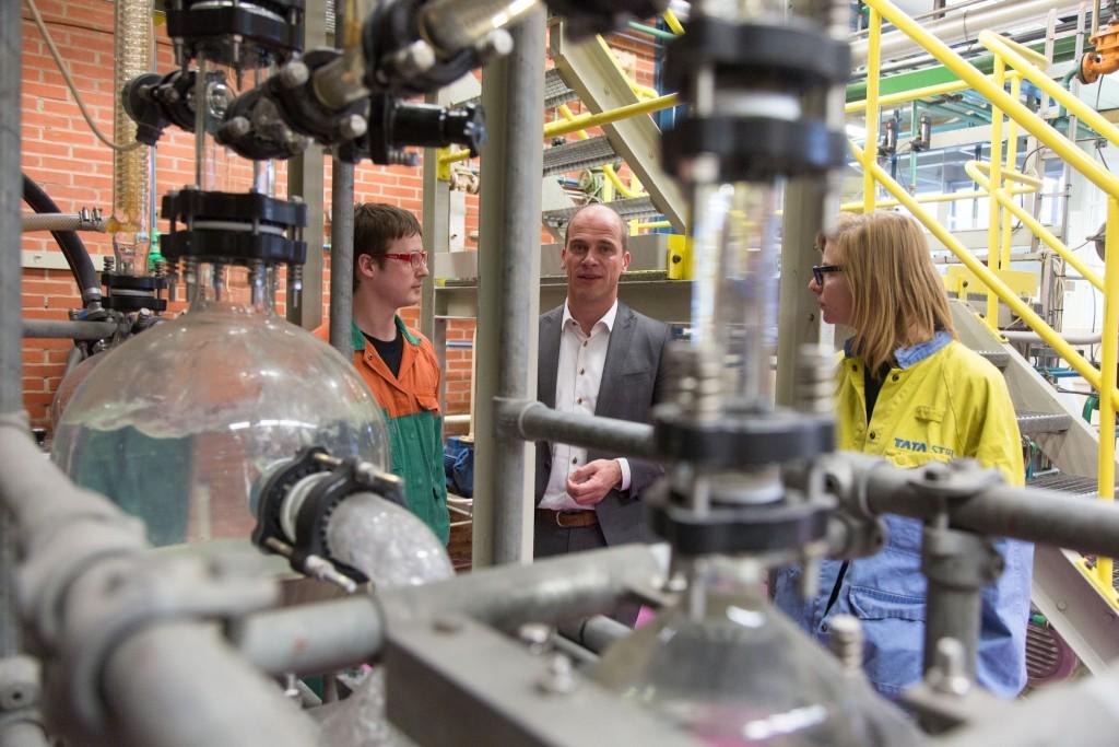 Diederik Samsom bezoekt Tata Steel