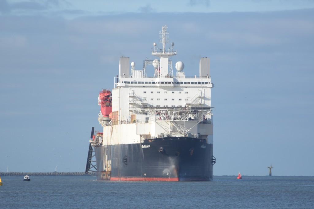 Langste schip ooit in Noordersluis