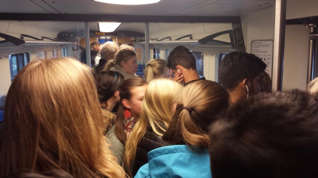 Gevaarlijke situatie in bomvolle trein