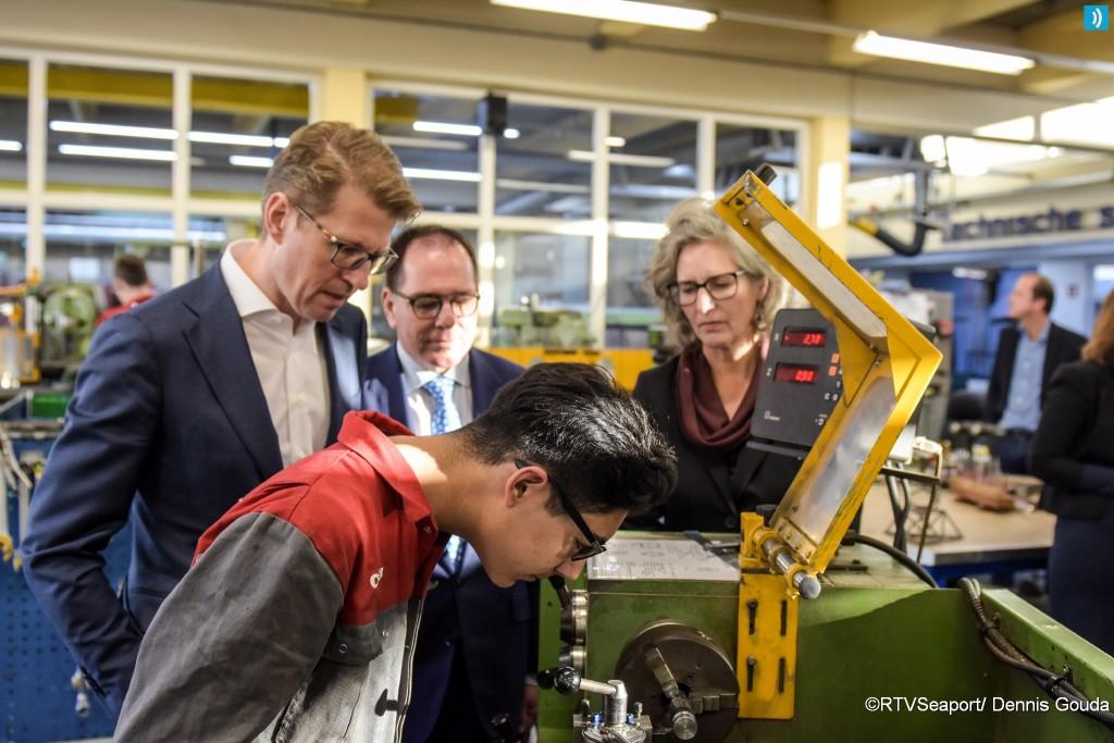 Staatsecretaris Dekker bezoekt Velsen