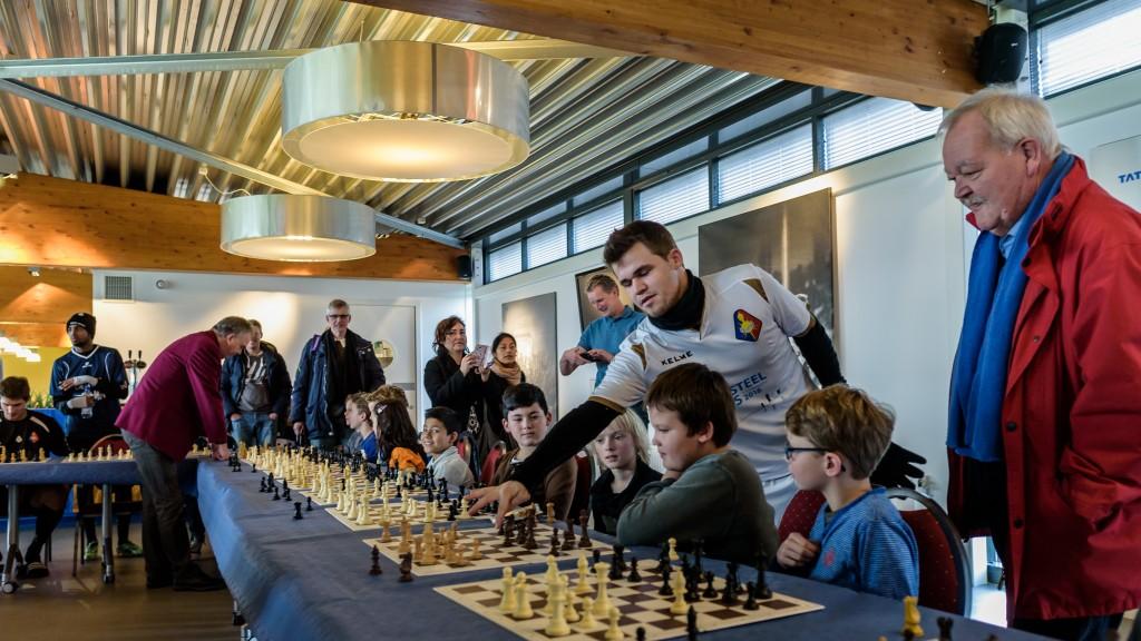 Voetbalstadion, Carlsen, schaken