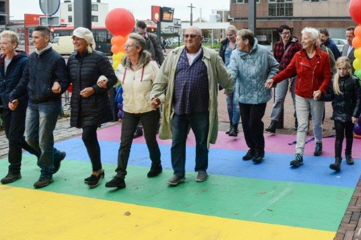 Regenboogstad Velsen viert Coming Out Day