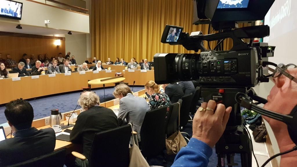 Raad neemt begroting aan met applaus