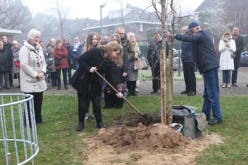 Een herdenkingsboom voor pastor Fons Captijn