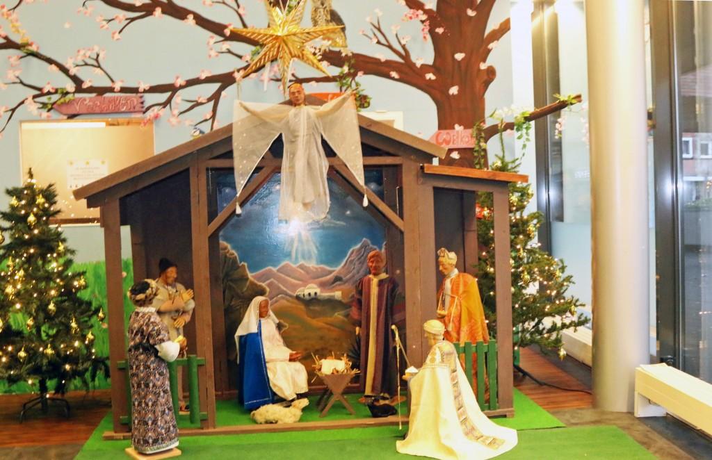 Pop up kerstkerk open in de Bibliotheek