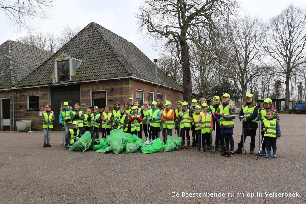 2018-03-23 Beestenbende ruimt op in Velserbeek 116