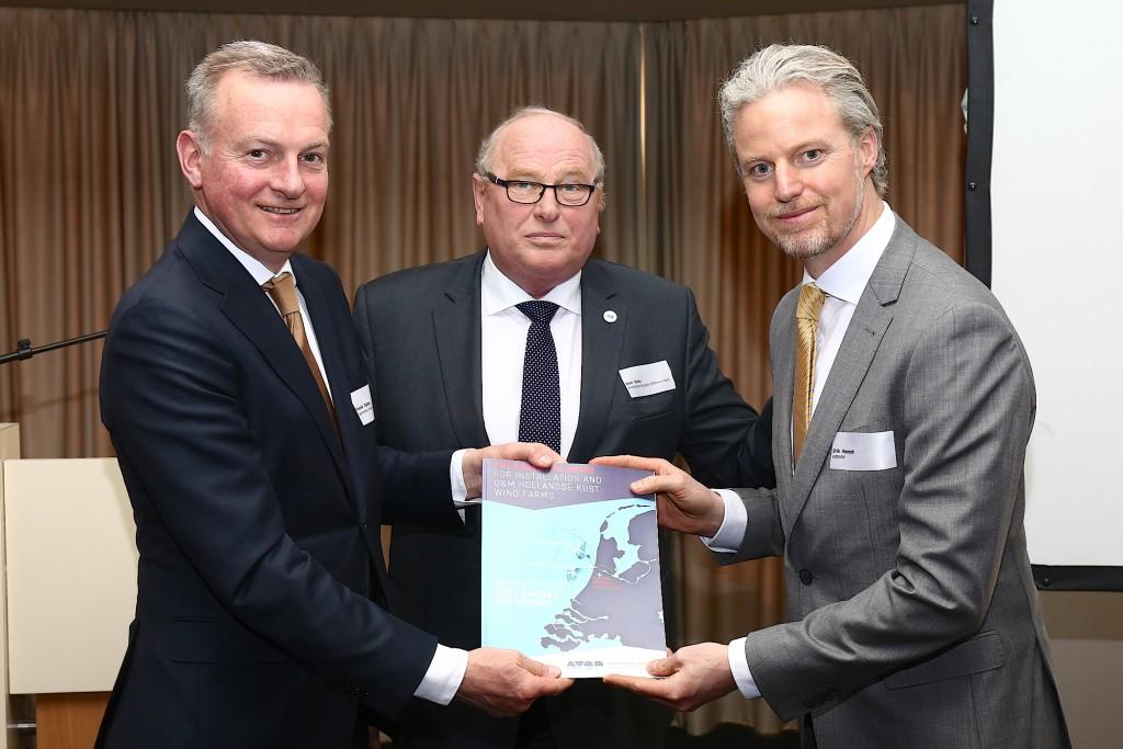 AYOP overhandigt bidbook aan Vattenfall