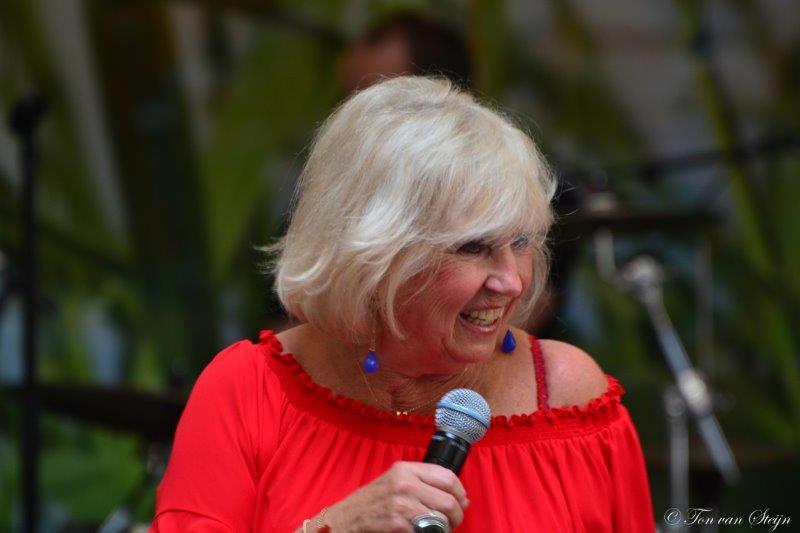 Feestelijk optreden van Willeke Alberti in Velserduin