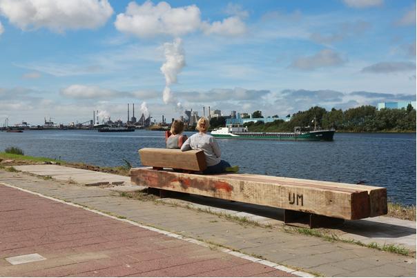 Verrekijkers en nieuwe banken langs Noordzeekanaal