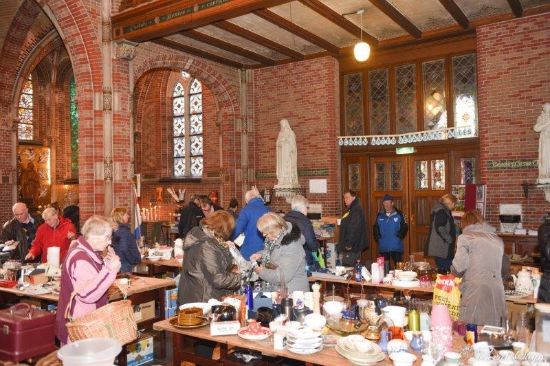 Snuffelmarkt in de Engelmunduskerk Driehuis