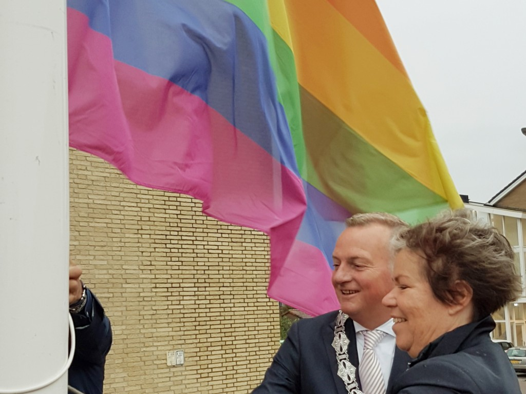 De regenboogvlag in top!