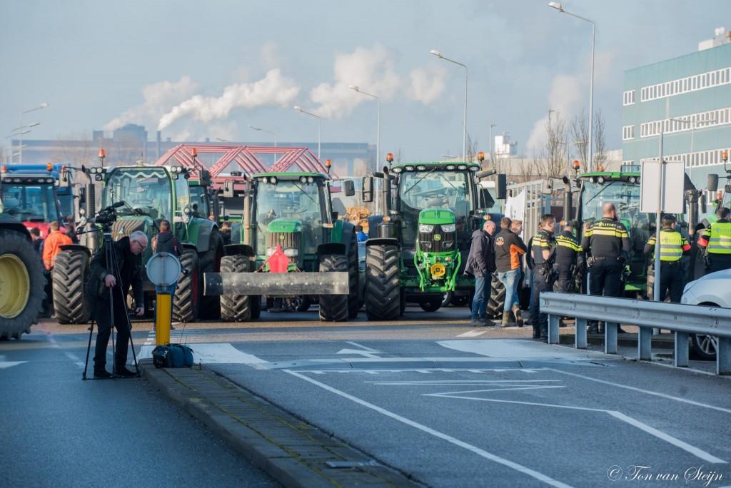 Boeren blokkeren ingang Tata Steel