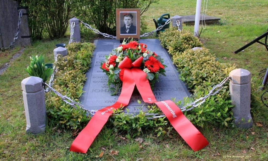Plaquette en bloemen graf Jan Bonekamp