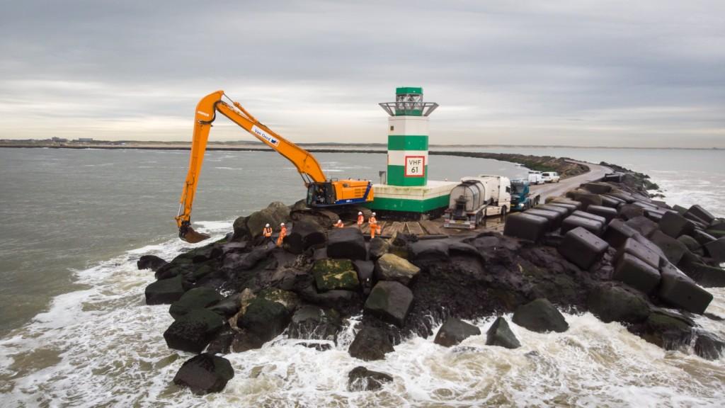 Groot onderhoud aan de Zuidpier IJmuiden