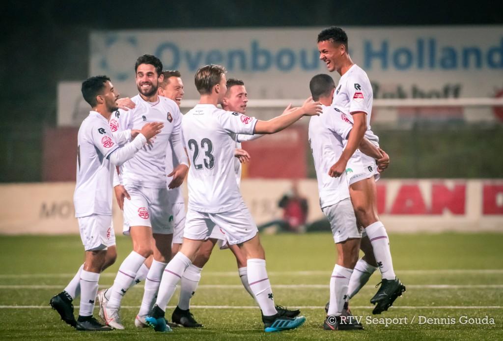 Telstar trakteert fans op doelpuntenfestijn in 'uitzwaaiwedstrijd'