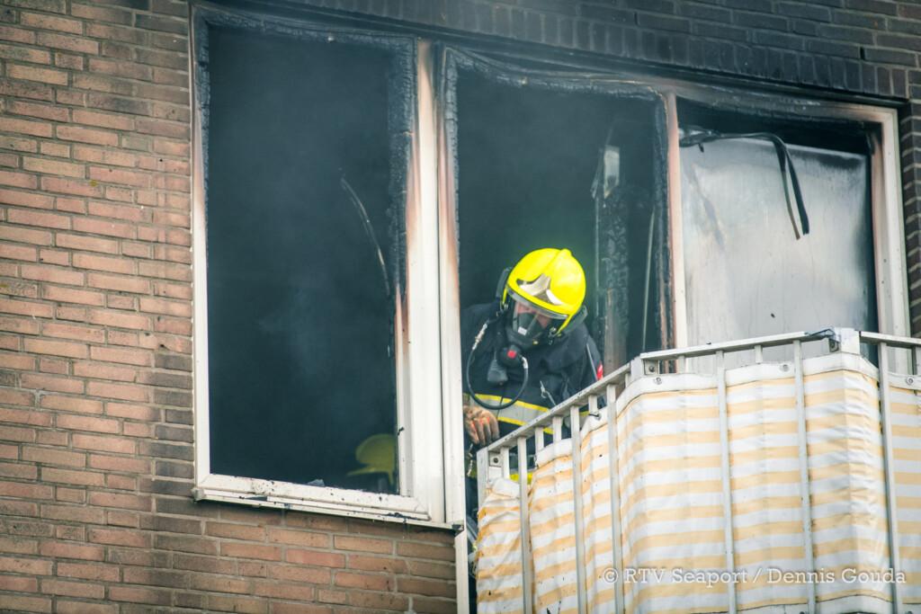 Uitslaande brand in woning aan de Koningin Wilhelminakade