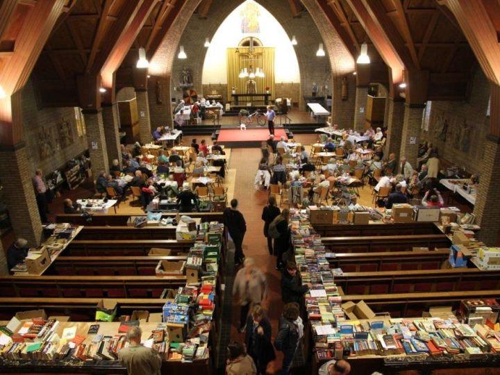 Steun de Naaldkerk met uw boeken