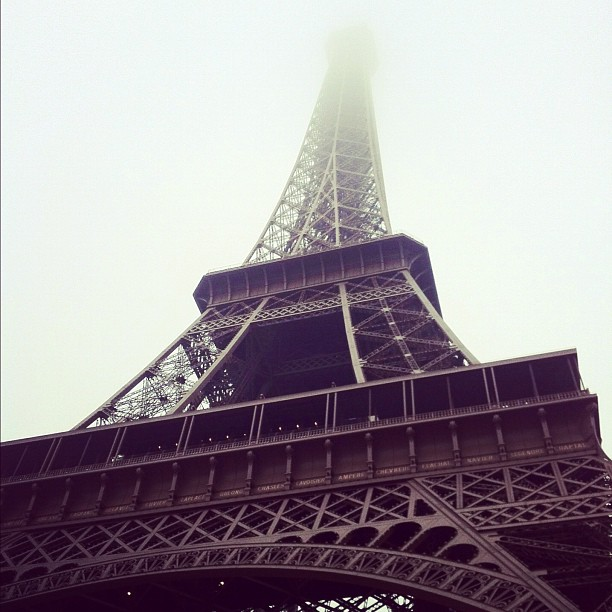 Tour Eiffel Paris |www.rtwgirl.com