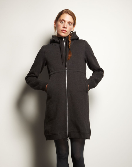 Dunderdon hoodie - Winter Style On A Round The World Trip | www.rtwgirl.com
